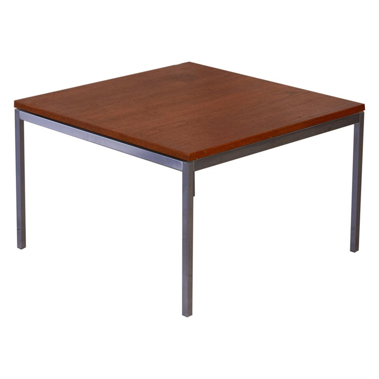 Florence Knoll Square Walnut Coffee Table For Sale