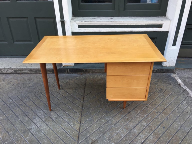 Mid-Century Modern Florence Knoll Style Birch and Walnut Desk For Sale