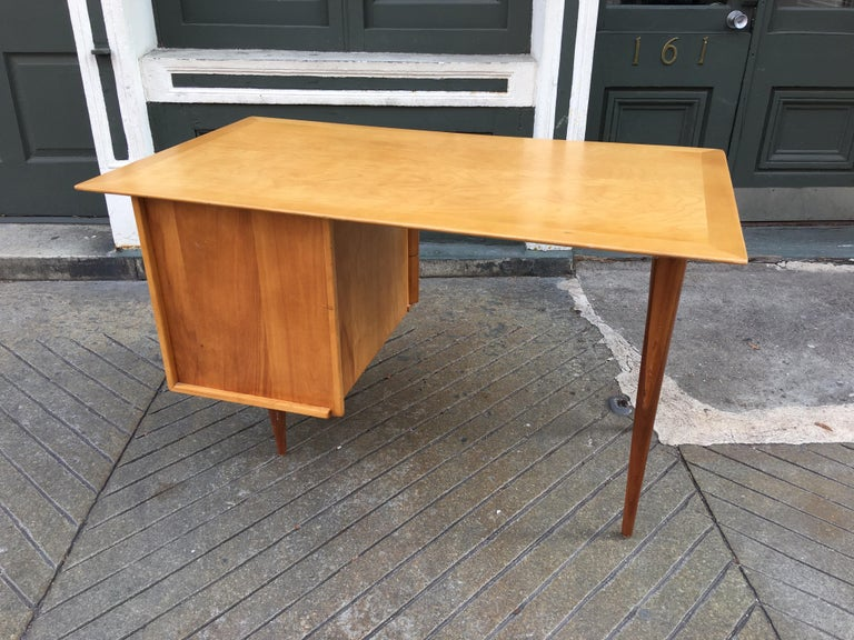 Florence Knoll Style Birch and Walnut Desk In Good Condition For Sale In Philadelphia, PA