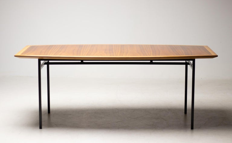Mid-Century Modern Florence Knoll Walnut Model 578 Table For Sale