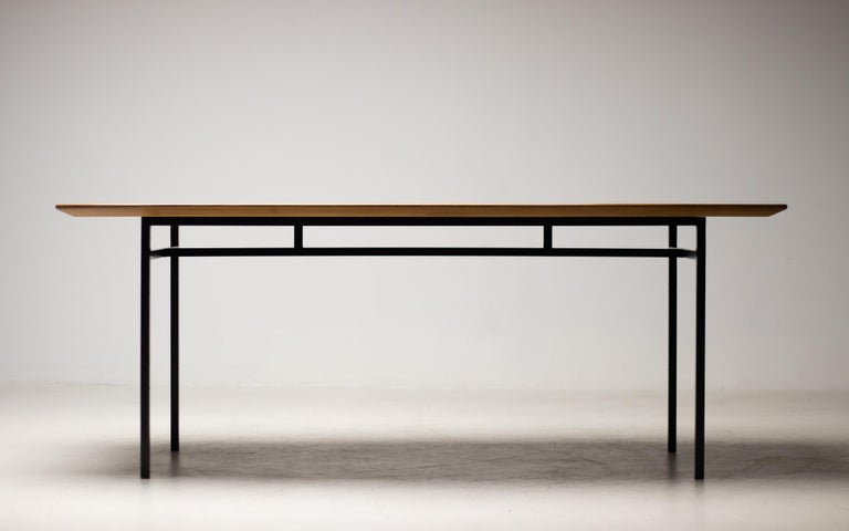 American Florence Knoll Walnut Model 578 Table For Sale