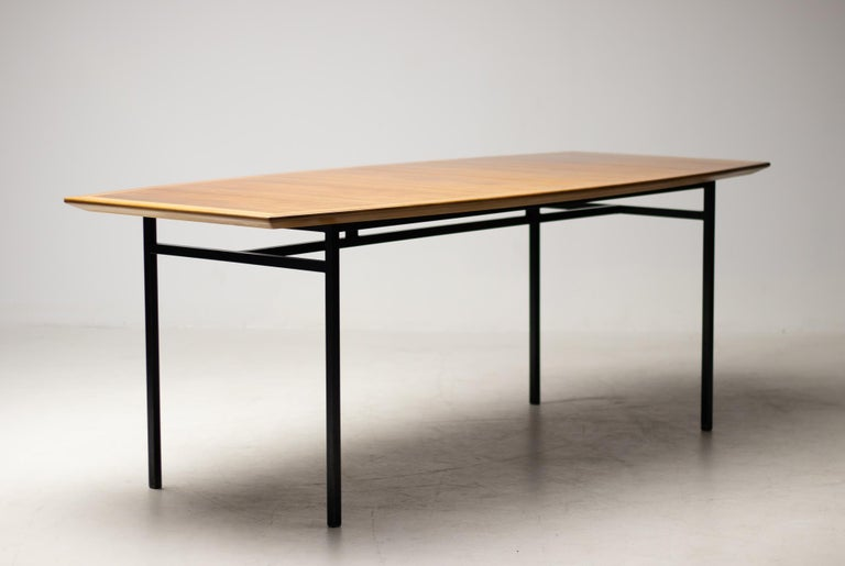 Florence Knoll Walnut Model 578 Table In Good Condition For Sale In Dronten, NL