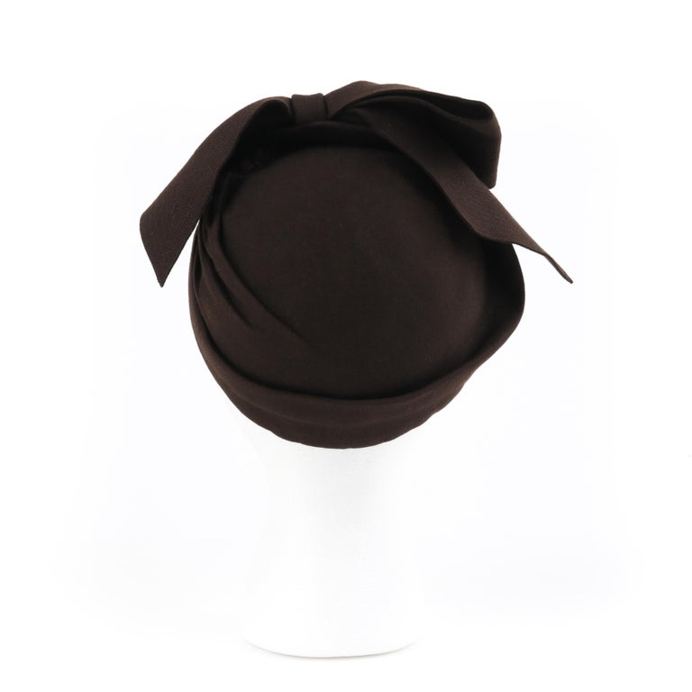 FLORENCE MILLINERY COUTURE c.1940s Chocolate Brown Felt Front Bow Turban Hat For Sale 1