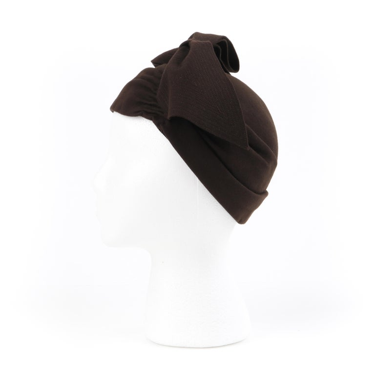 FLORENCE MILLINERY COUTURE c.1940s Chocolate Brown Felt Front Bow Turban Hat For Sale 2