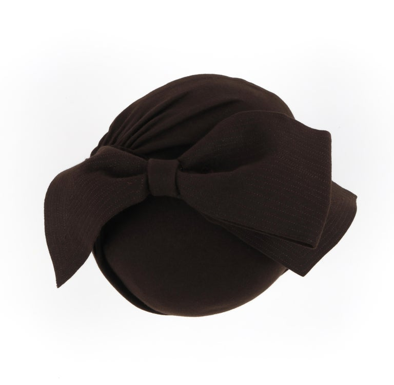 FLORENCE MILLINERY COUTURE c.1940s Chocolate Brown Felt Front Bow Turban Hat For Sale 3