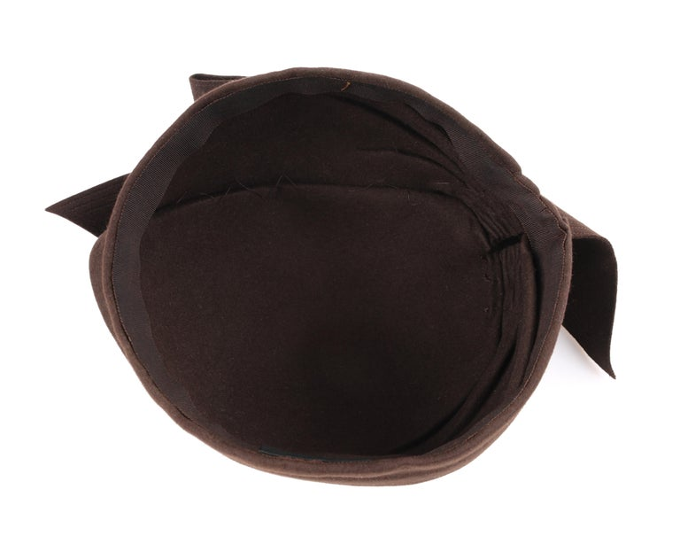 FLORENCE MILLINERY COUTURE c.1940s Chocolate Brown Felt Front Bow Turban Hat For Sale 4