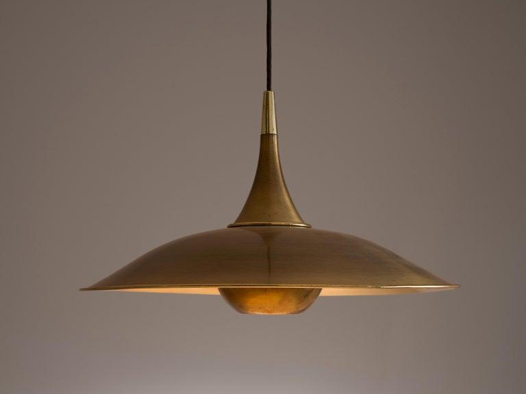 Florian Schulz Adjustable Pendant in Brass with Counterweight In Good Condition In Waalwijk, NL