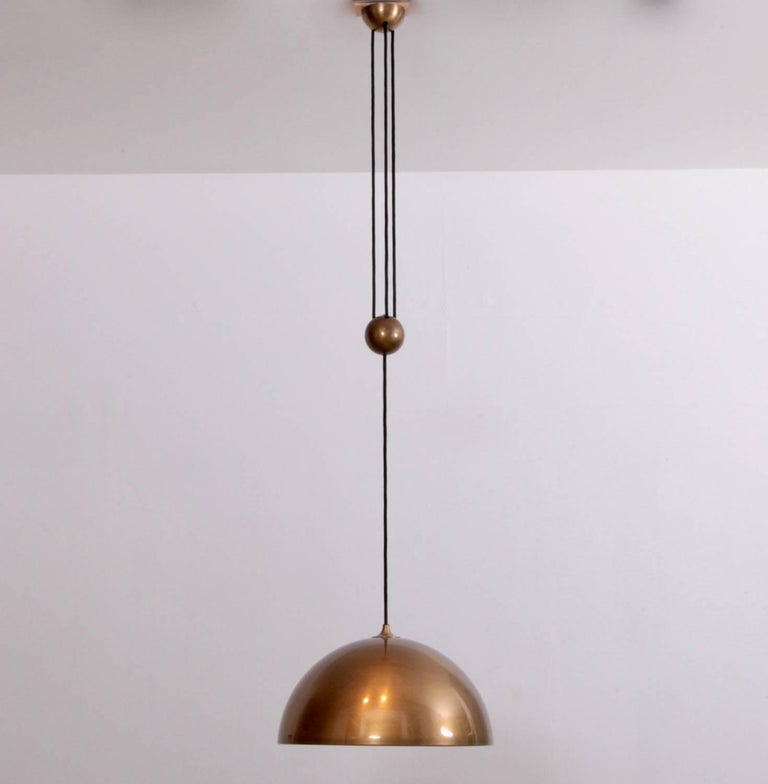 Large adjustable solid brass centerweight pendant light by Florian Schulz, Germany, 1960s. Lamp sockets: One x E27 (US E26). Measure lampshade: Diameter 40 cm / 15.7 inches. To be on the safe side, the lamp should be checked locally by a specialist