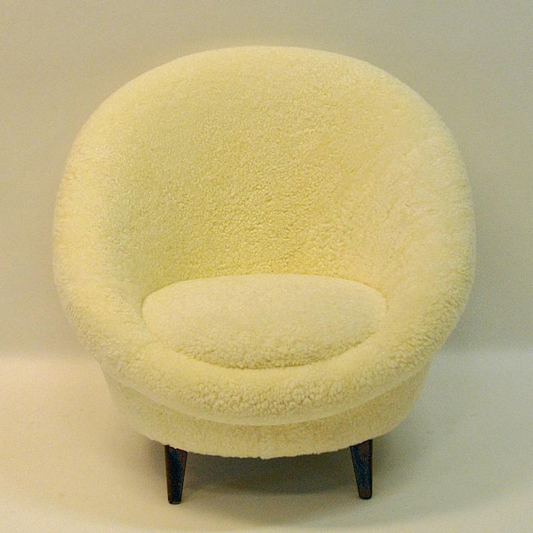 Mid-Century Modern Midcentury Florida Easy chair in sheepskin from Vatne - Norway 1950s For Sale