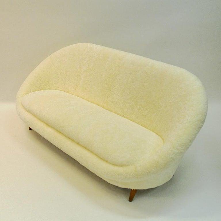 Midcentury Floridasofa in sheepskin from Vatne - Norway 1950s For Sale 3