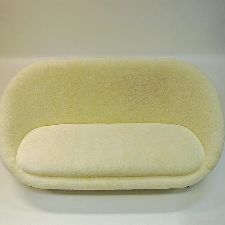 One of a kind, and hard to find vintage Florida Sheepskin sofa from Vatne Lenestolfabrikk, Norway 1950s. This stunning mid-century sofa has new real white and soft sheepskin upholstery. The Floridachairs and sofas were produced in the short period