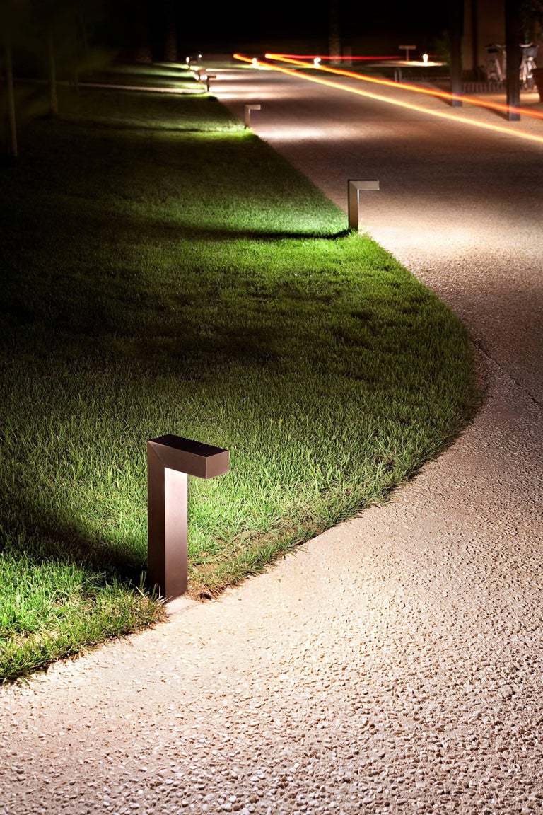Part of the 45 ADJ family, the 45 ADJ LED 2 features the collection's sleek and streamlined design, offering direct or indirect light to illuminate your outdoor space. The body, head and cap are extruded anticorodal 6010 aluminum alloy with phospho