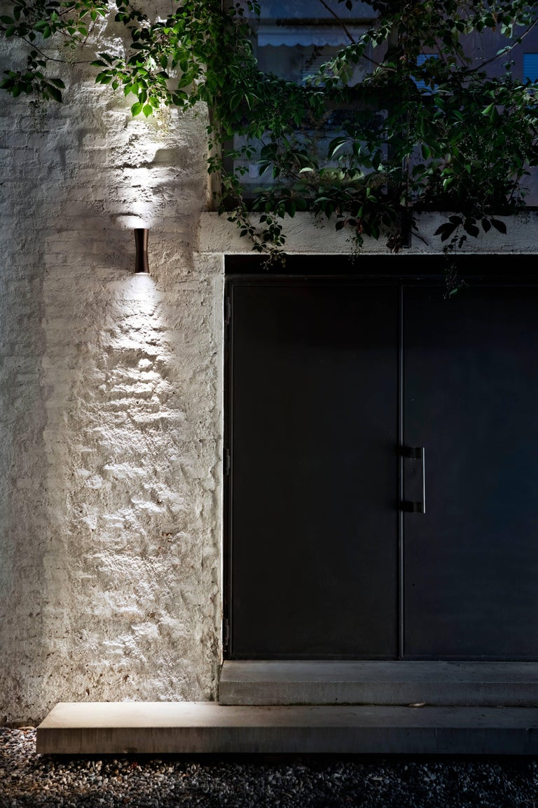 FLOS Clessidra 20° + 20° Outdoor Wall Lamp in Grey by Antonio Citterio In New Condition For Sale In New York, NY
