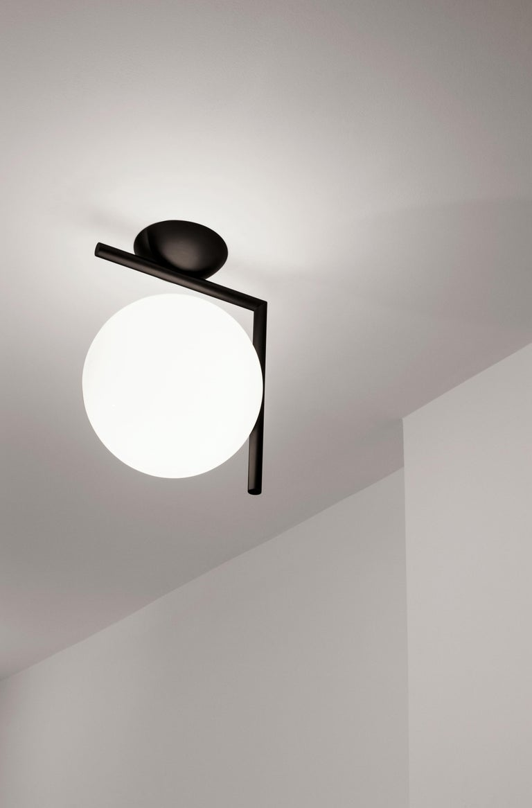 Italian FLOS IC Lights T1 Low Table Lamp in Black by Michael Anastassiades For Sale