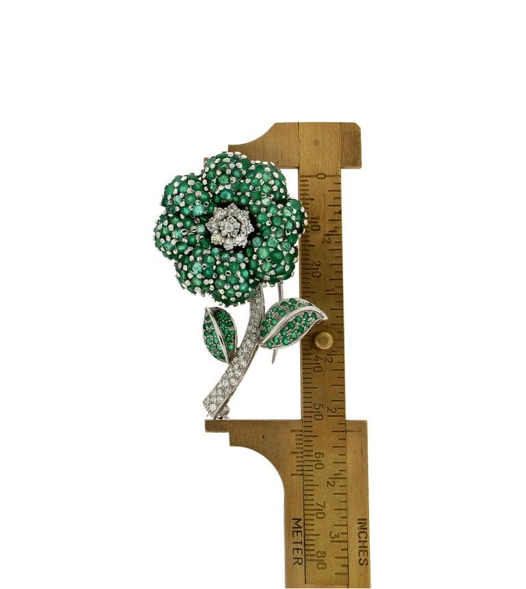 Flower 14 Karat White Gold Diamonds Emerald Brooch For Sale 1