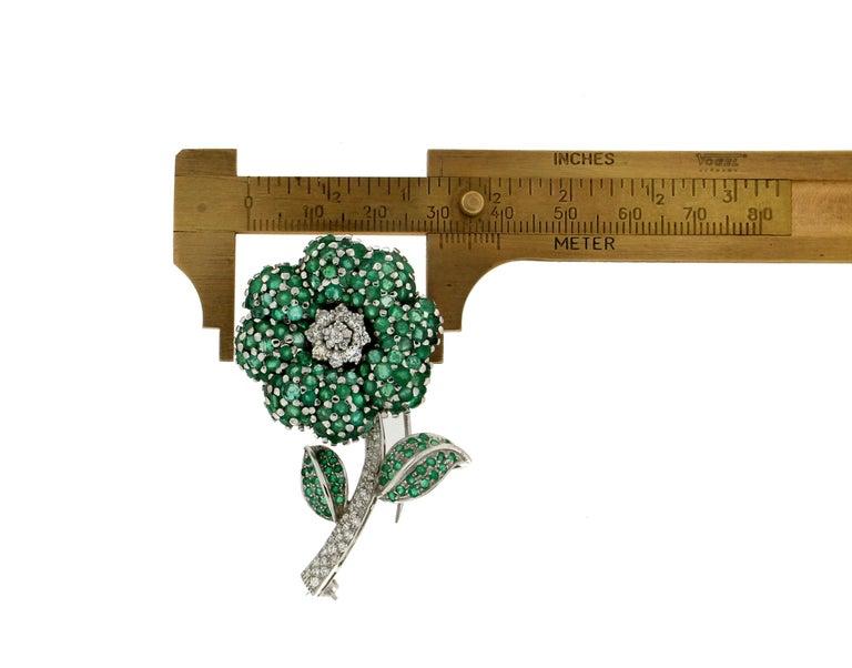 Flower 14 Karat White Gold Diamonds Emerald Brooch For Sale 2