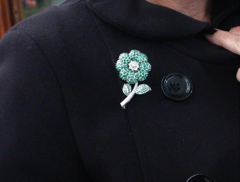 Flower 14 Karat White Gold Diamonds Emerald Brooch For Sale 3