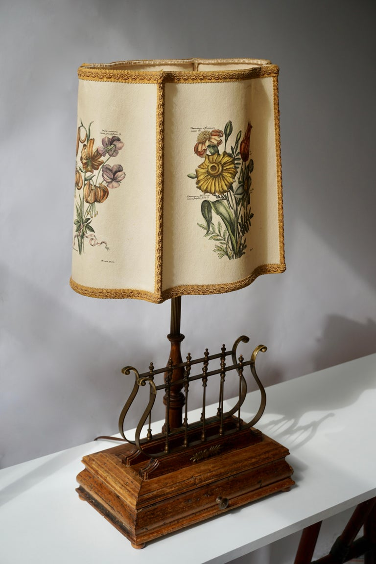 Hollywood Regency Flower Lamp in Wood and Brass For Sale