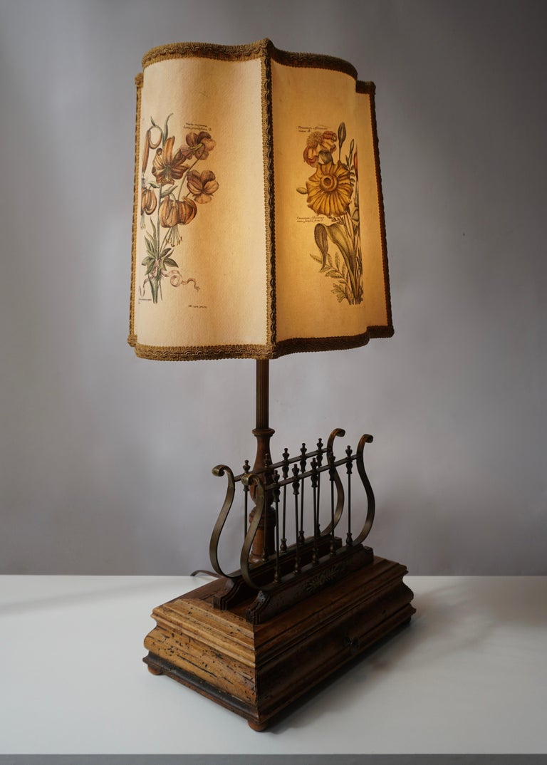 Flower Lamp in Wood and Brass In Good Condition For Sale In Antwerp, BE