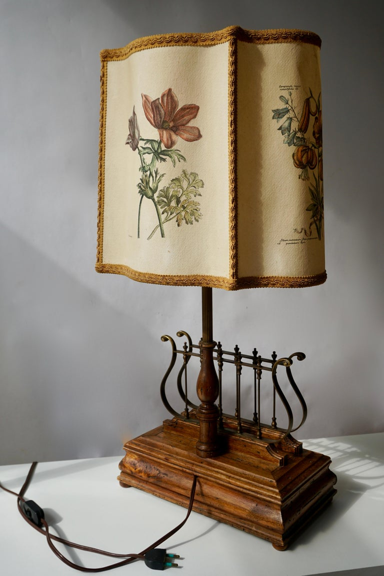 20th Century Flower Lamp in Wood and Brass For Sale