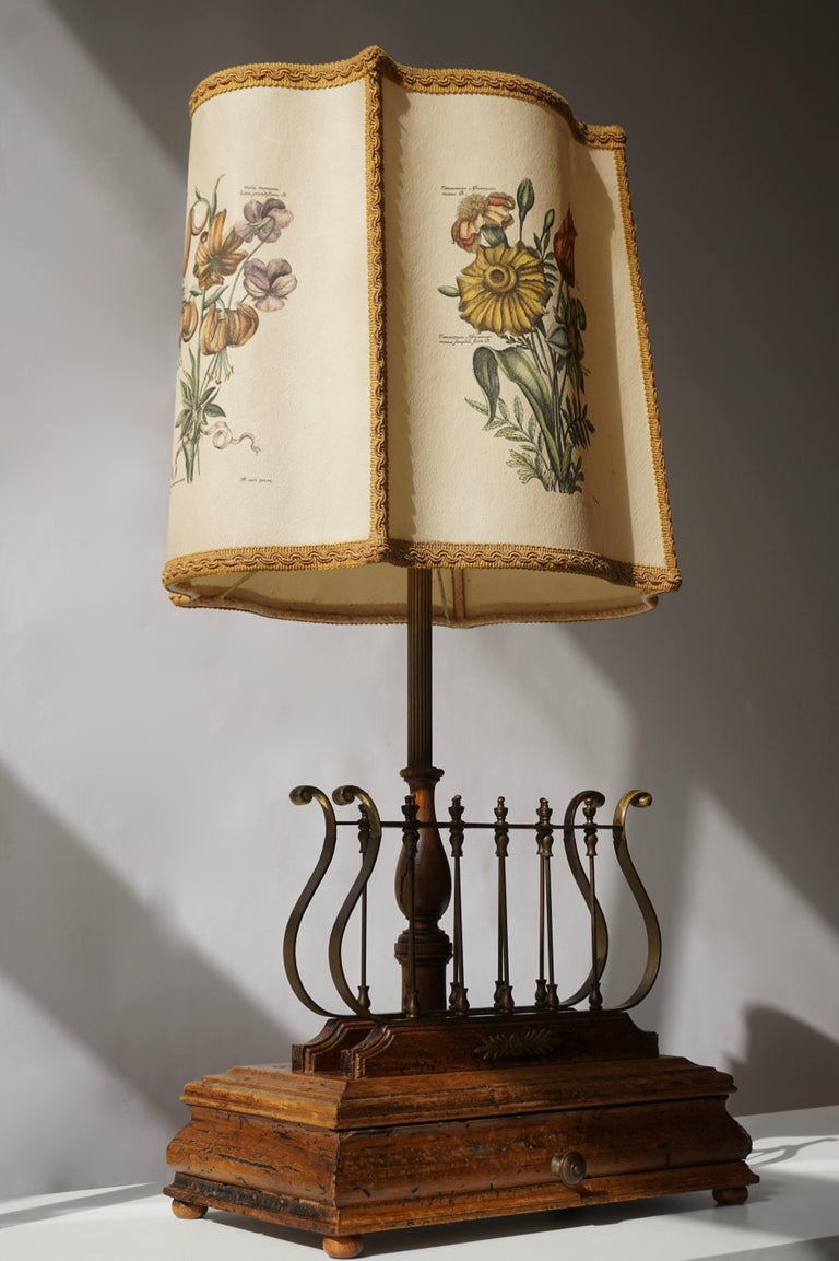 Flower Lamp in Wood and Brass For Sale 1