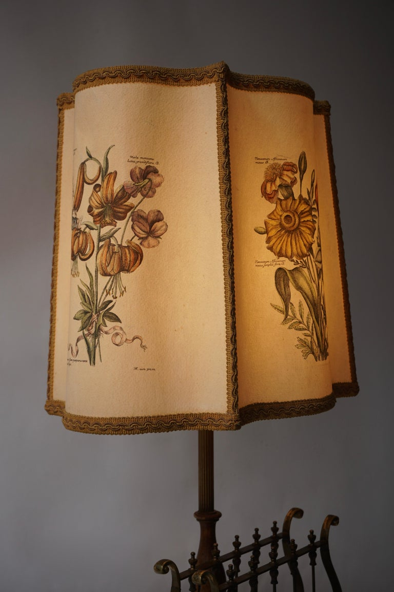 Flower Lamp in Wood and Brass For Sale 3