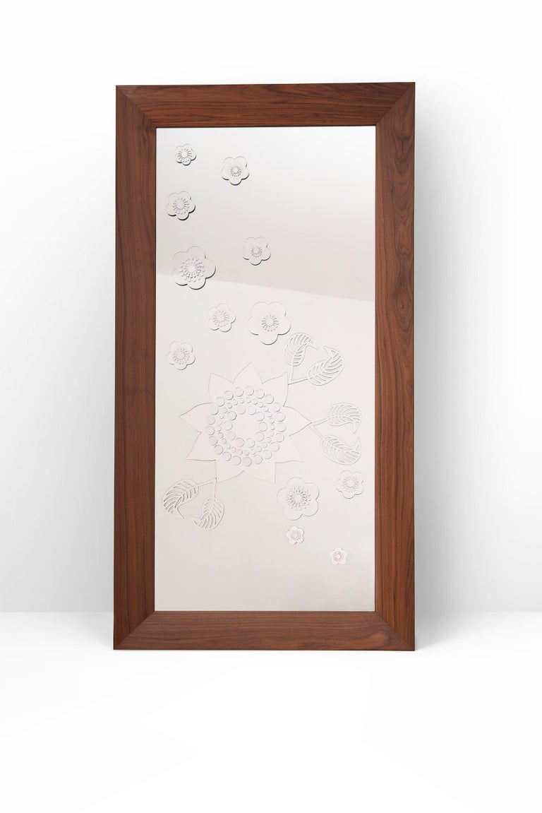 Flower Power Floor Mirror In New Condition For Sale In Milano, IT