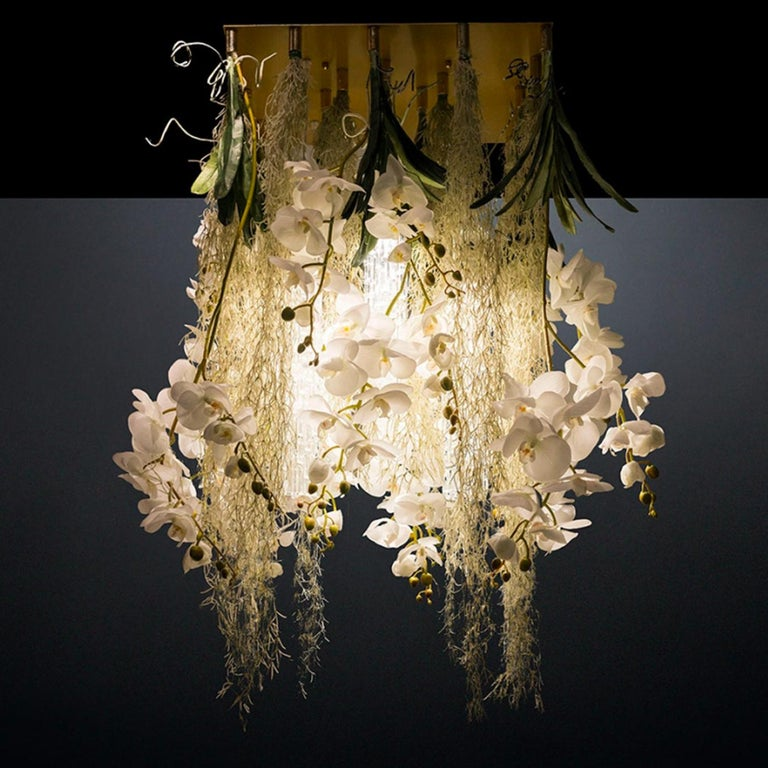 This spectacular design is part of the Flower Power Collection, bringing drama and nature together in unique chandeliers of strong visual impact. This piece is made of a metal plate that can be either recessed in the ceiling or flush-mount. An