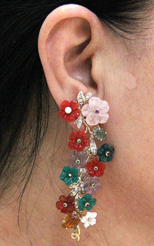 Modern Flowers 14 Karat Yellow Gold Diamonds Stud Earrings For Sale