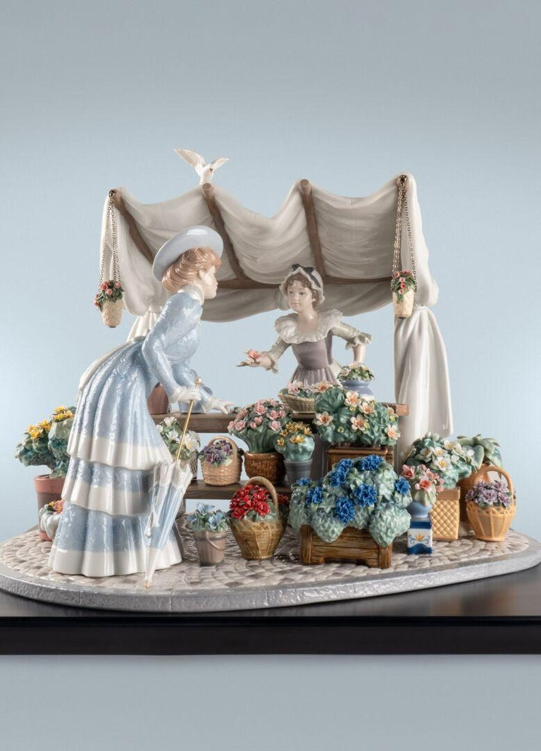 This high porcelain creation takes its name and inspiration from Le Marché aux fleurs, a beautiful flower market in Paris by the banks of the Seine, which opened in 1830. Boasting a wealth of sculptural, floral and decorative details, this