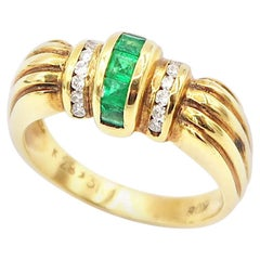 Fluted Curved Emerald and Diamond 18 Karat Yellow Gold Ring