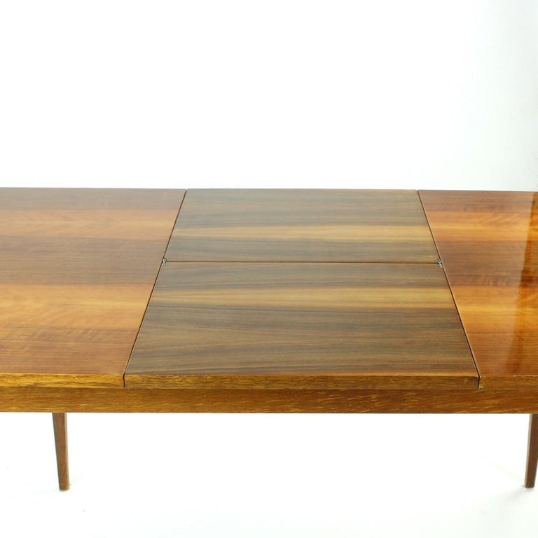 Fold Out Dining Table in Walnut Veneer for Jitona, Czechoslovakia, 1970 In Good Condition For Sale In Zohor, SK