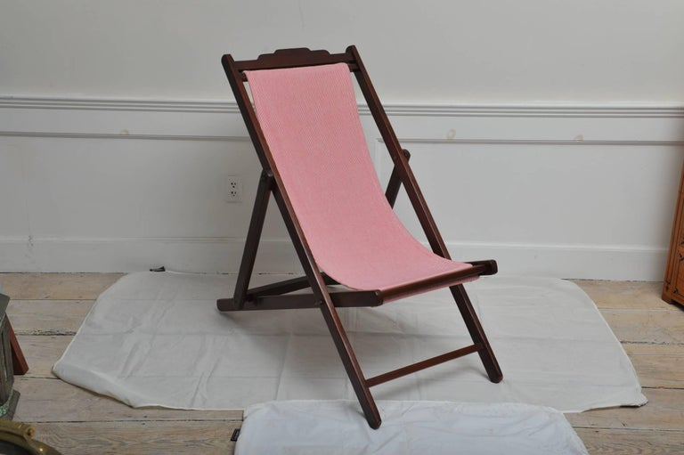 Folding and Adjustable Sling-Back Lounge Chair, 1940s British Campaign In Good Condition For Sale In Nantucket, MA