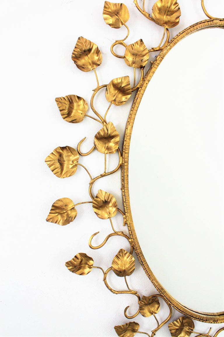 Foliage Oval Mirror in Gilt Metal For Sale 3