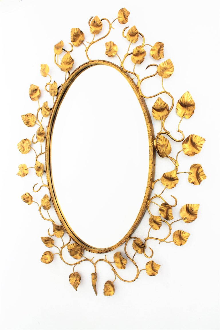 Foliage Oval Mirror in Gilt Metal In Good Condition For Sale In Barcelona, ES