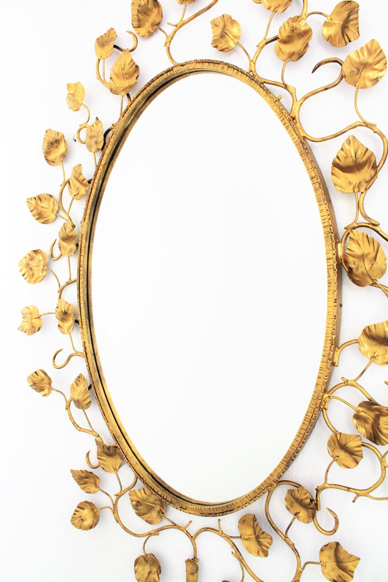 20th Century Foliage Oval Mirror in Gilt Metal For Sale