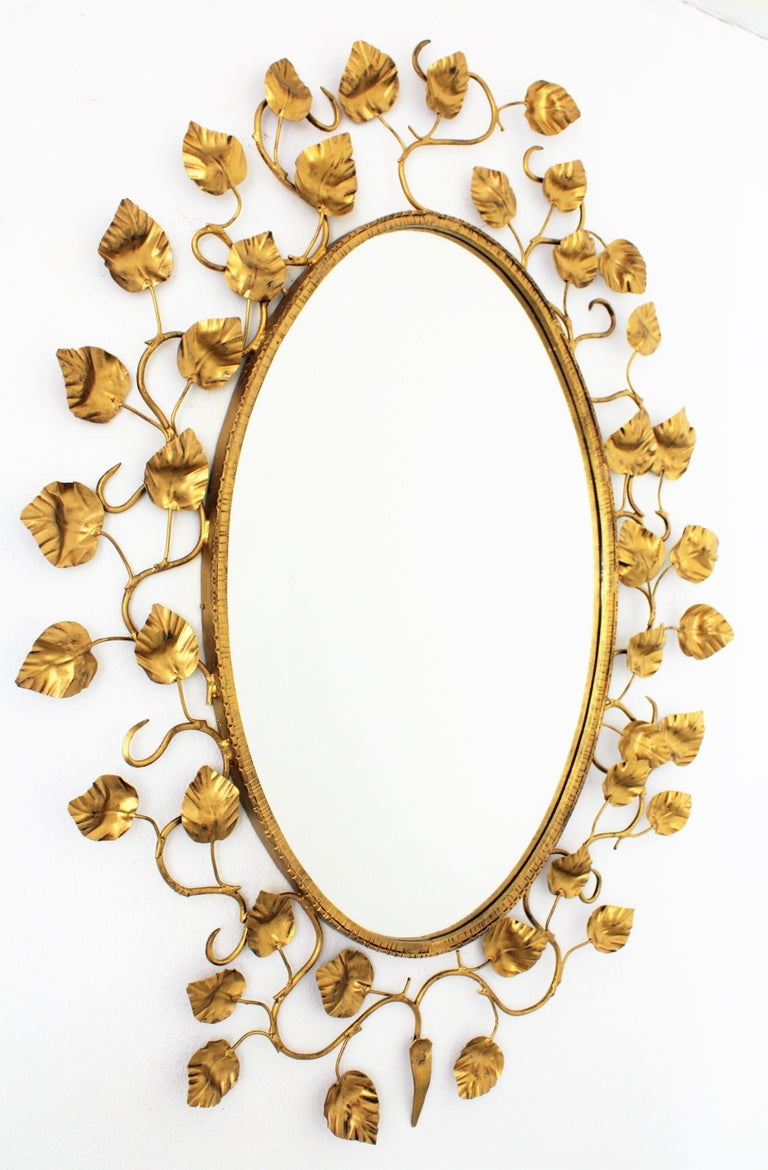 Foliage Oval Mirror in Gilt Metal For Sale 1