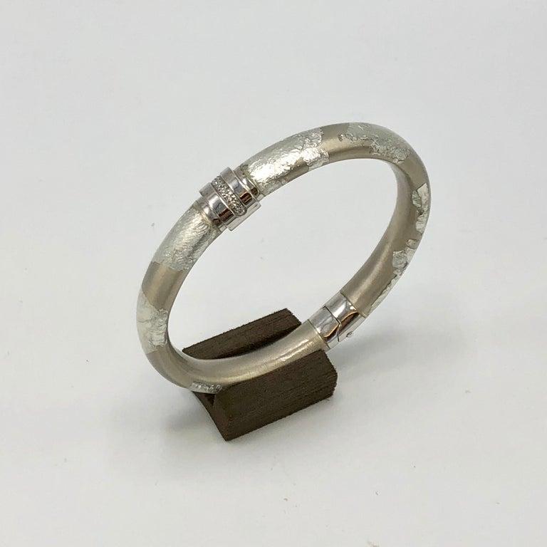 Round Cut SOHO Foliage Silver Bangle Bracelet For Sale