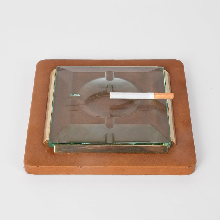 Fontana Arte 1970s. Ashtray in leather, brass and faceted glass.