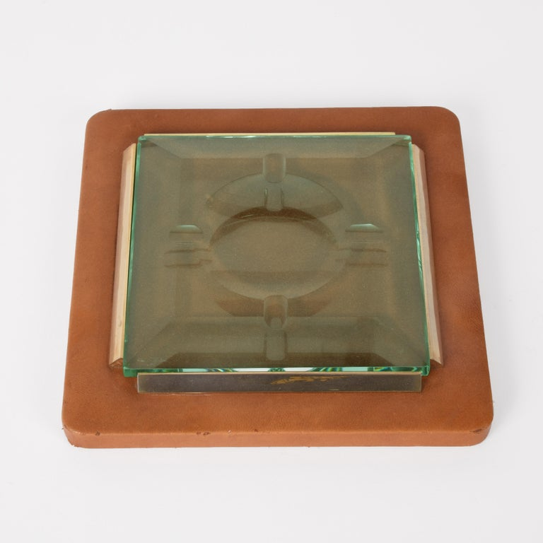 Fontana Arte 1970s, Ashtray in Leather, Brass and Faceted Glass, Italy Art Glass In Good Condition For Sale In Roma, IT