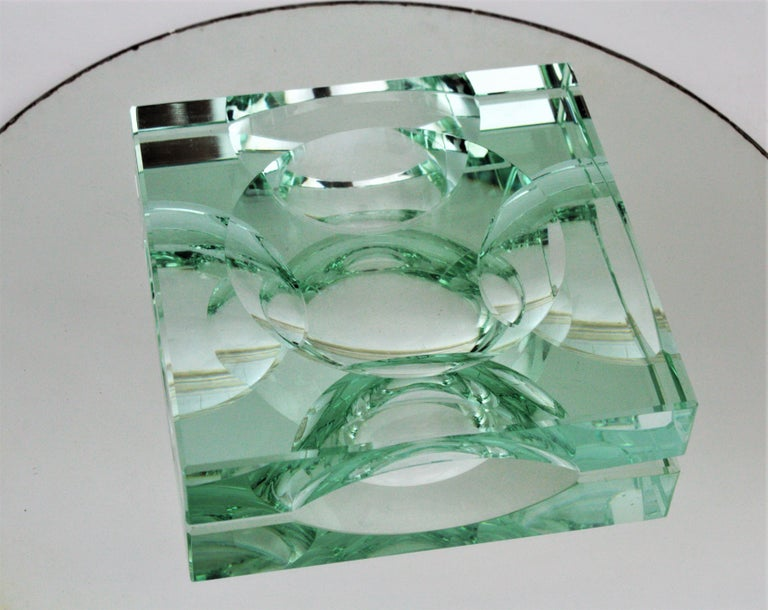Outstanding squared faceted glass decorative dish, vide-poche or ashtray. Manufactured by Fontana Arte, 1950s.