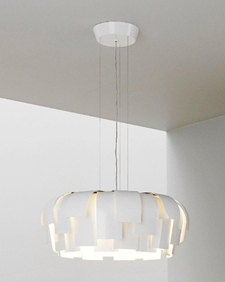 Fontana Arte Wig Pendant Chandelier, Modern, White, Italian Light Fixture, 2000s In Good Condition For Sale In Brooklyn, NY