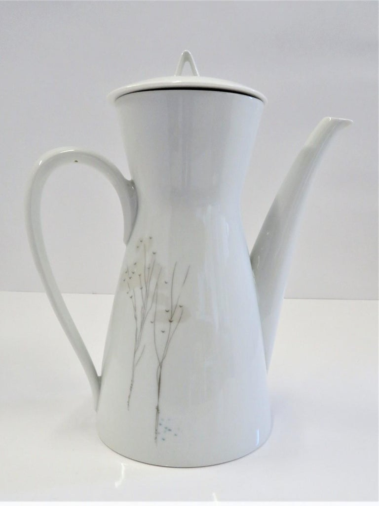 Form 2000 Rendezvous Pattern Coffee Pot, Raymond Loewy Rosenthal Germany, 1960s In Good Condition For Sale In Miami, FL