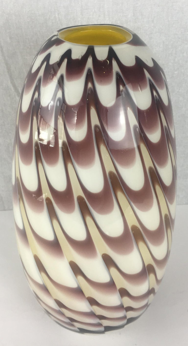 Formia 1970s Fenicio Feather Decorated Purple Brown Murano Art Glass Vase In Good Condition For Sale In Arles, FR