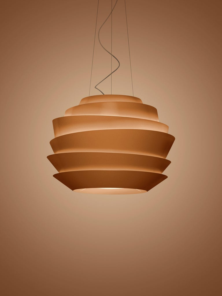 Suspension lamp with diffused and direct light. Diffuser consisting of 6 rings of various diameters and shapes with an oblique cut, made of matte finish injection molded polycarbonate, secured to the epoxy powder coated metal internal frame using 3