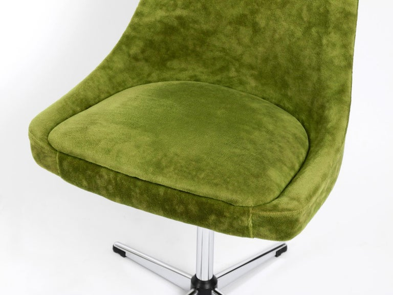 Four 1970s Space Age Rotatable Chairs by Lübke with Original Green Velvet Cover 10