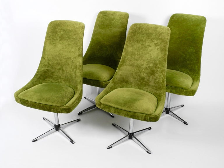 Four 1970s Space Age Rotatable Chairs by Lübke with Original Green Velvet Cover In Good Condition In München, DE
