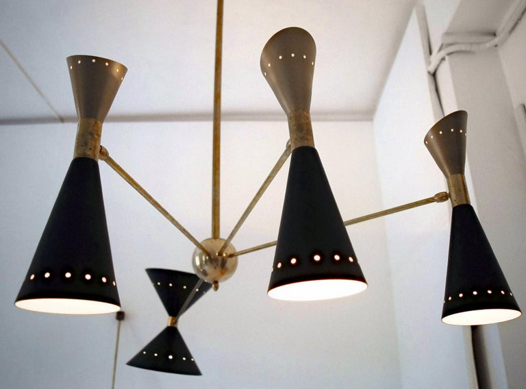 Four-Arm Brass Asymmetrical Chandelier, Black Gold Pivot Shades, Stilnovo Style In Excellent Condition For Sale In Tavarnelle val di Pesa, Florence