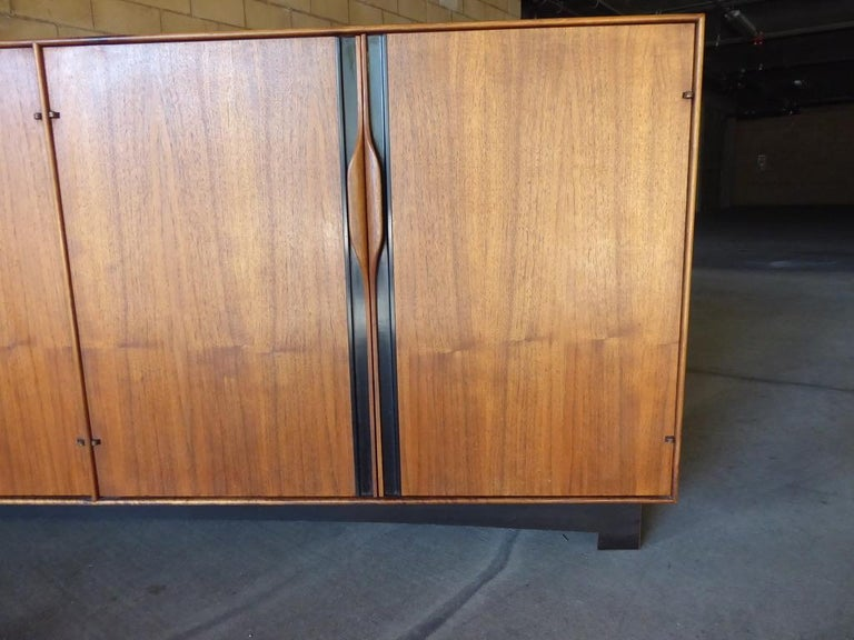 Four-Door Cabinet Designed by John Kapel for Glenn of California In Good Condition For Sale In Palm Springs, CA