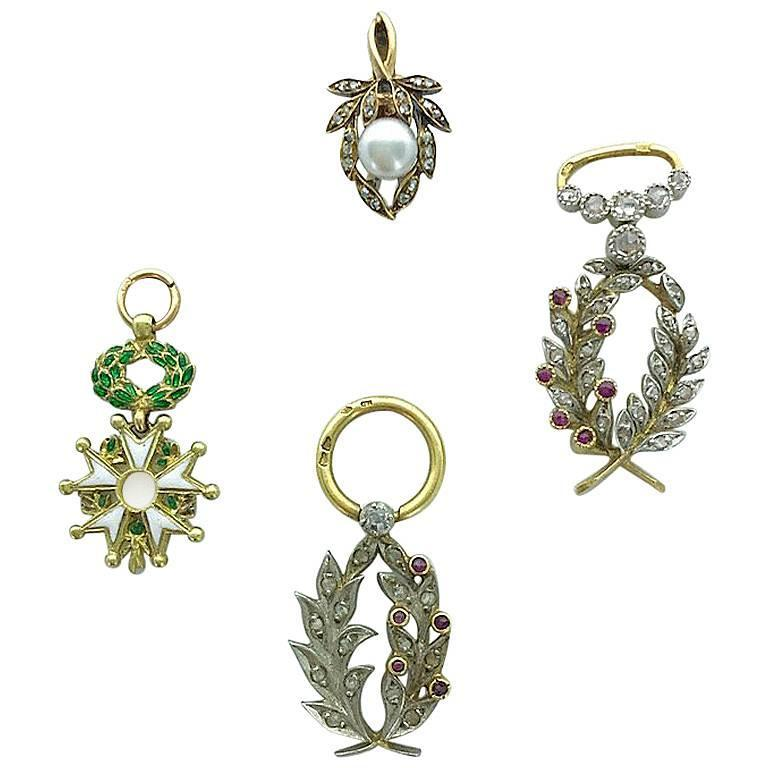 Four French Antique Diamond Ruby Pearl Platinum and Gold Pendant Charms In Excellent Condition In Geneva, CH
